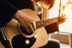 Top 8 cuốn sách tự học Guitar căn bản cho người mới bắt đầu